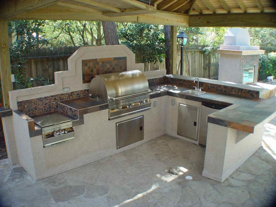 Outdoor Kitchen and BBQ island